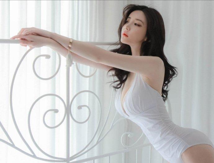 性感美女前凸后翘妩媚诱惑人体写真