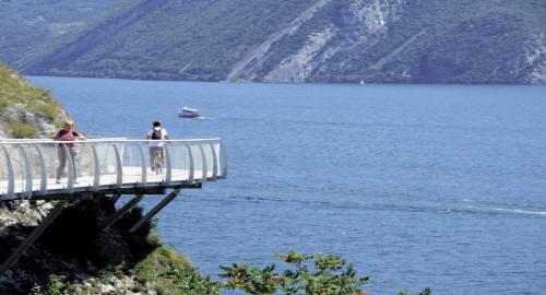 Pista ciclabile direzione Limone Lago di Garda