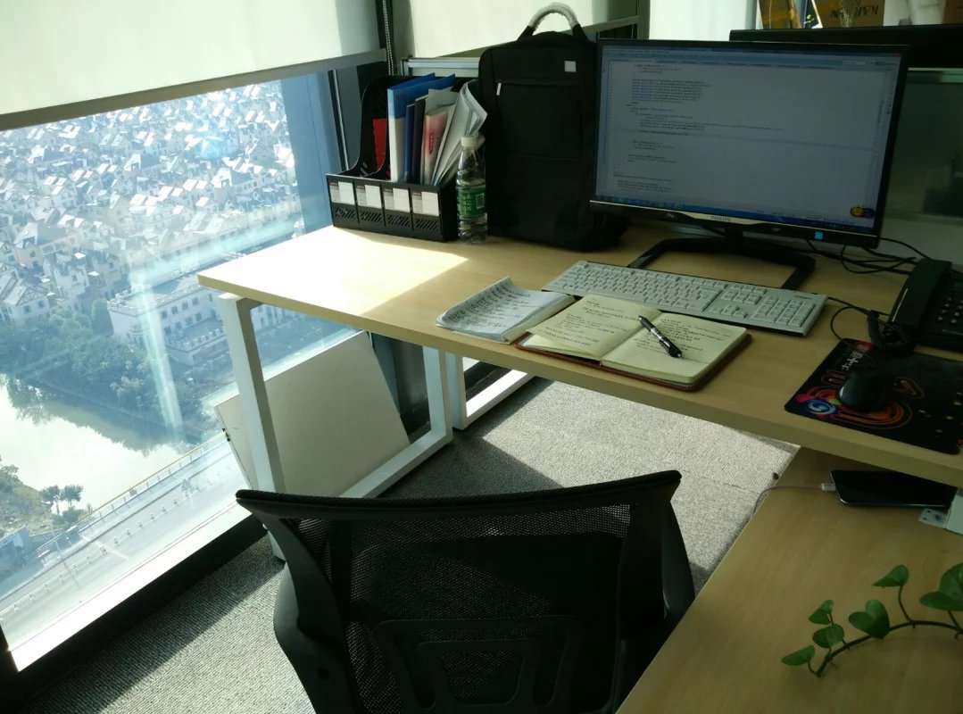 第一份工作 属于我的办公桌