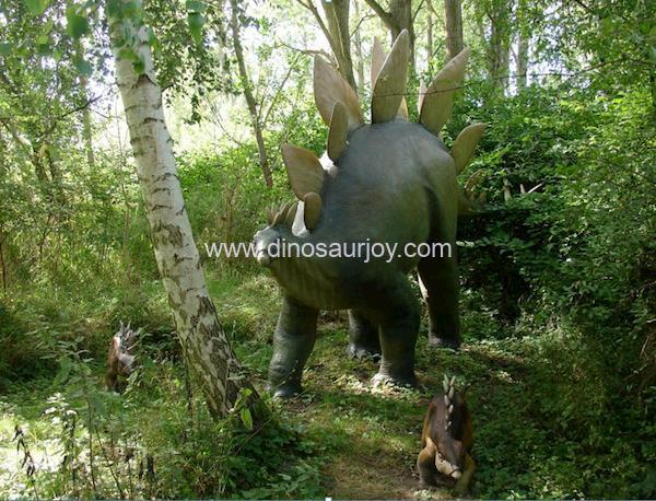 DWD1142-Stegosaurus-Family-( One adult two babies )
