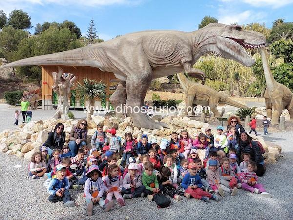 animatronic dinosaur in the theme park