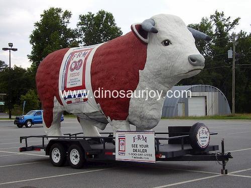 DWA077 Big Fiberglass Cow