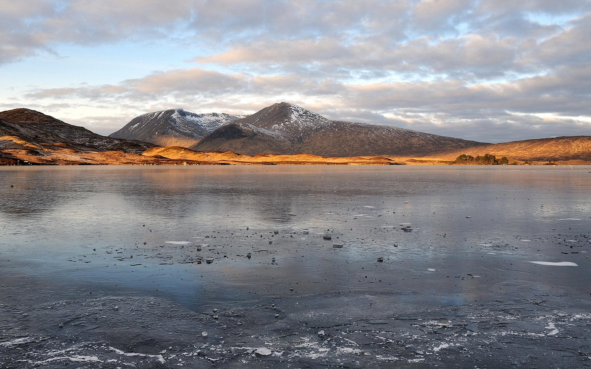 冻湖高清壁纸