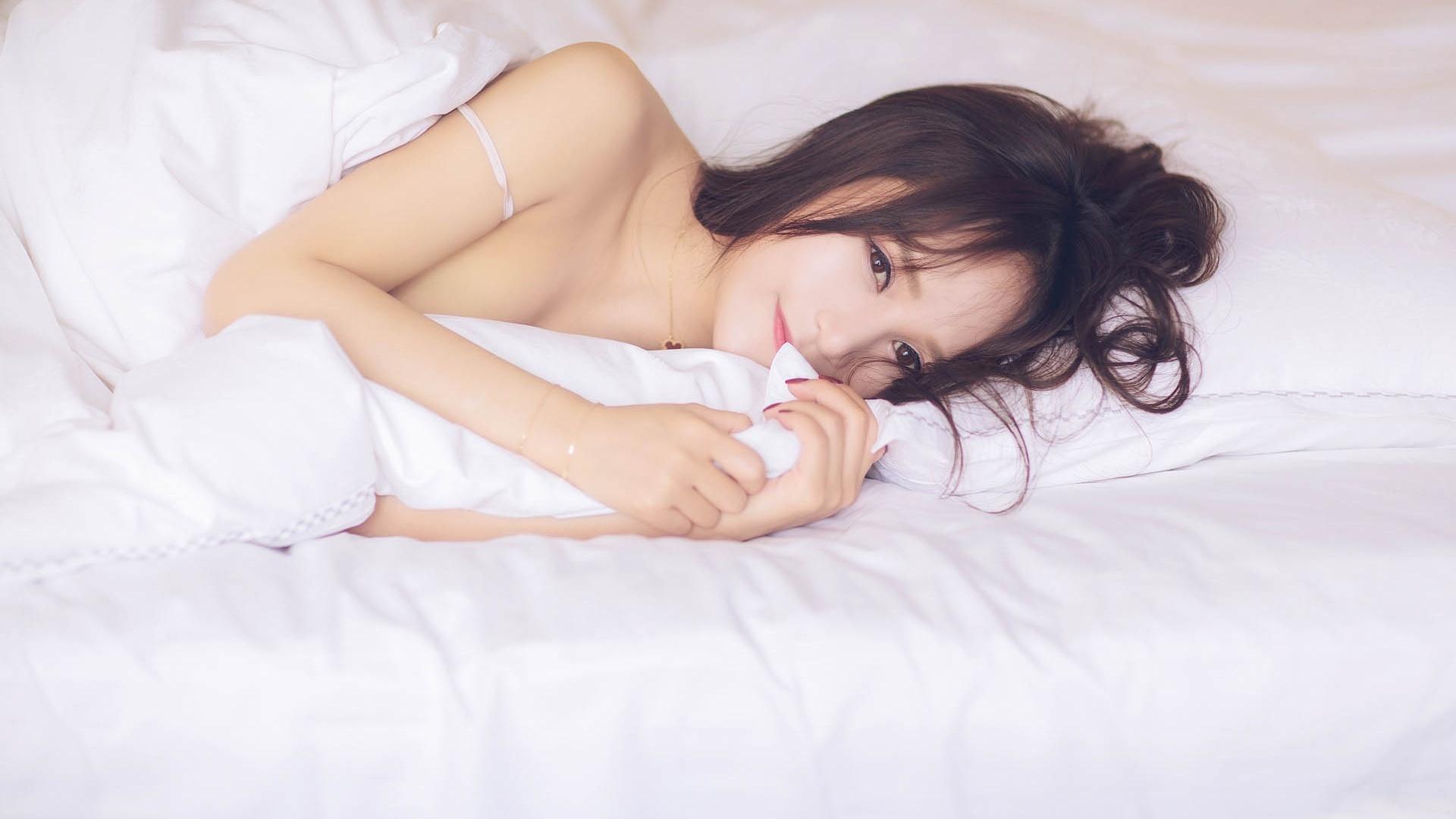为什么有些摄影师喜欢拍摄年轻漂亮的女模特?