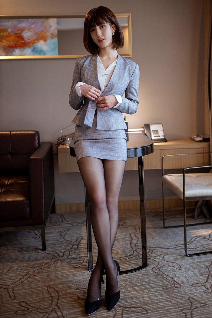 私人秘书林文文黑丝美腿搔首弄姿