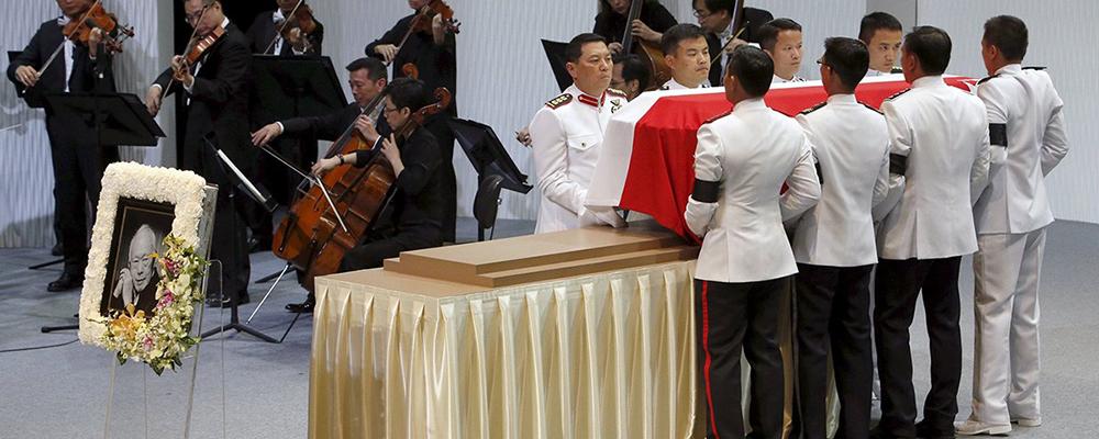 新加坡建国总理李光耀:与其什么都不信 不如有个宗教信仰
