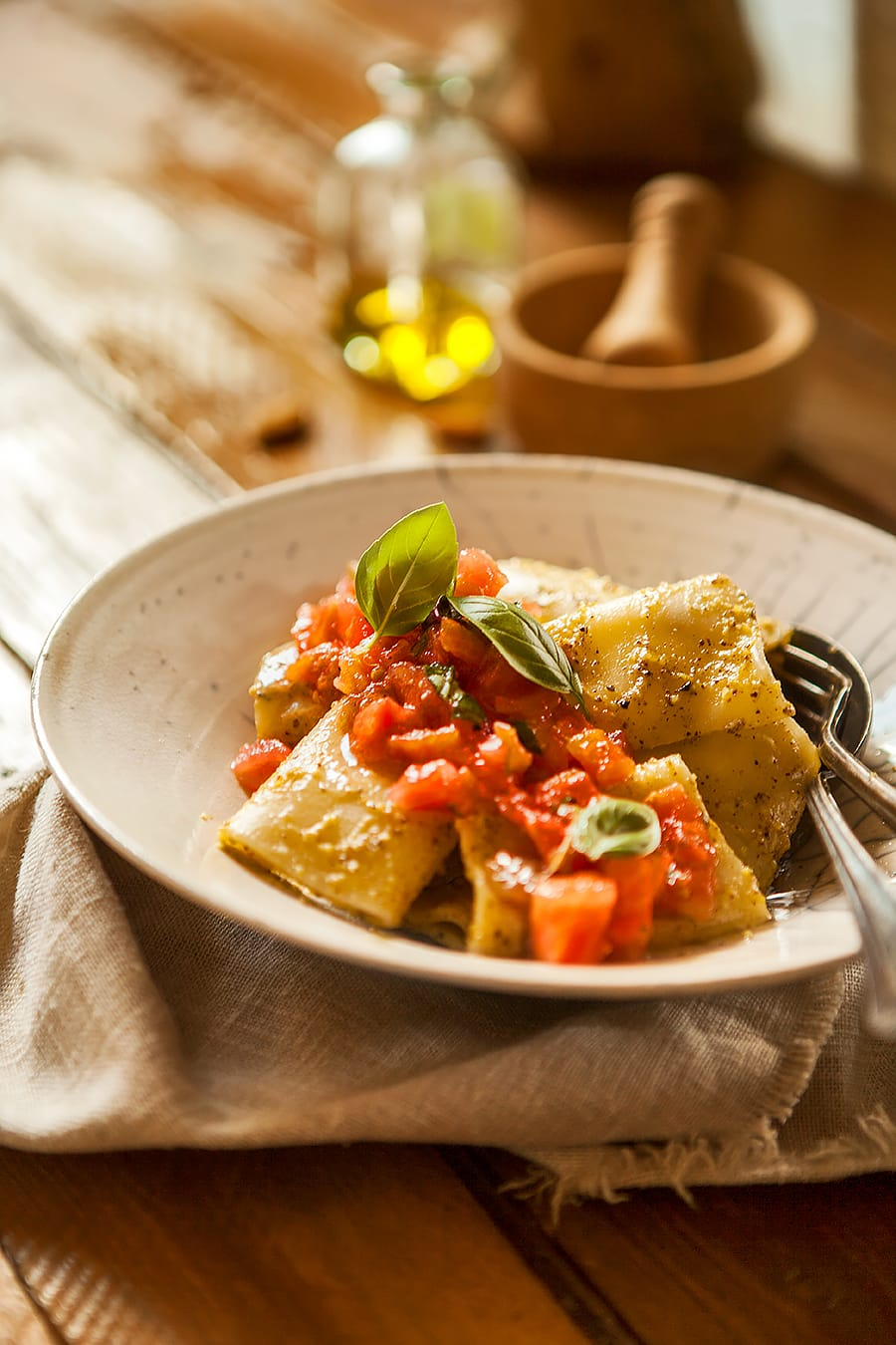 Recettes des pâtes au pesto de pistaches et d'amandes, concassé de tomates