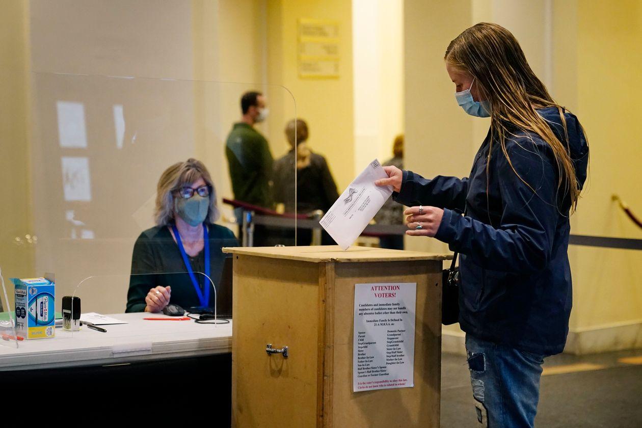 美国选民正在投票
