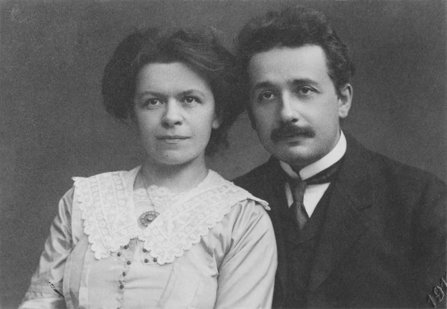 艾因斯坦和其妻子米列娃