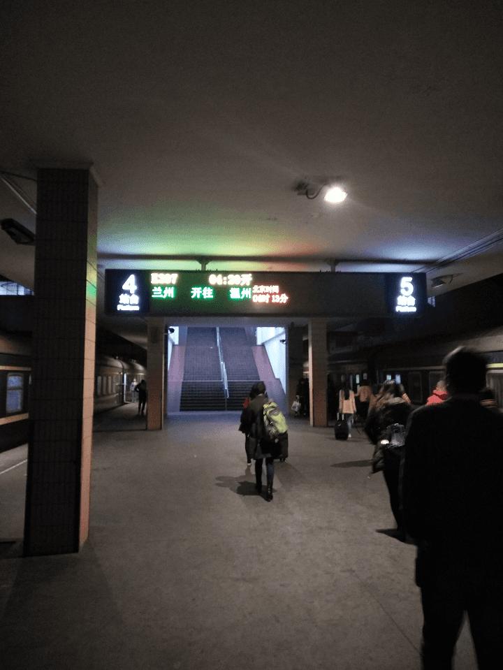 凌晨的城站