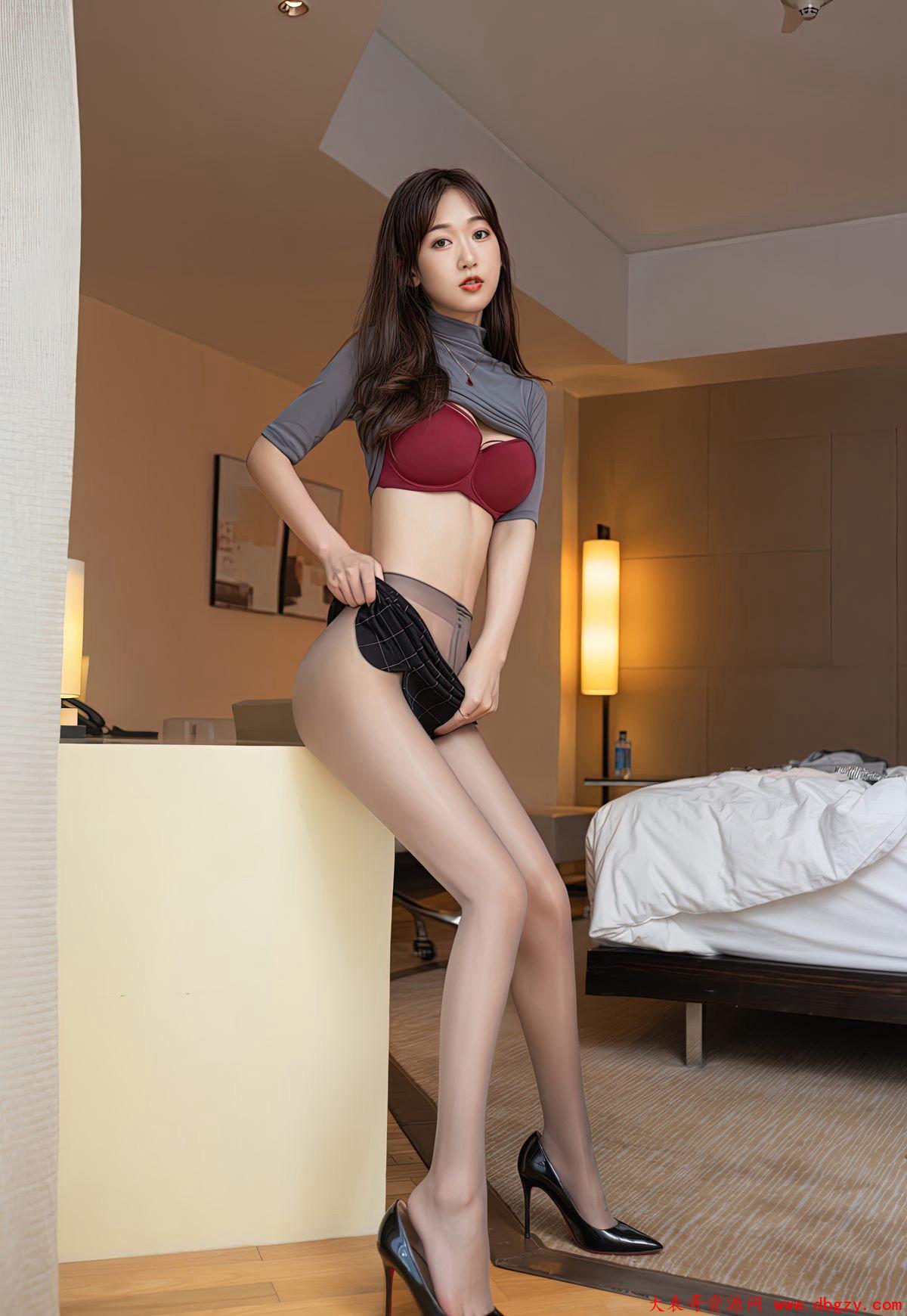 办公室性感女郎黑丝 极品高翘臀人体写真高清图