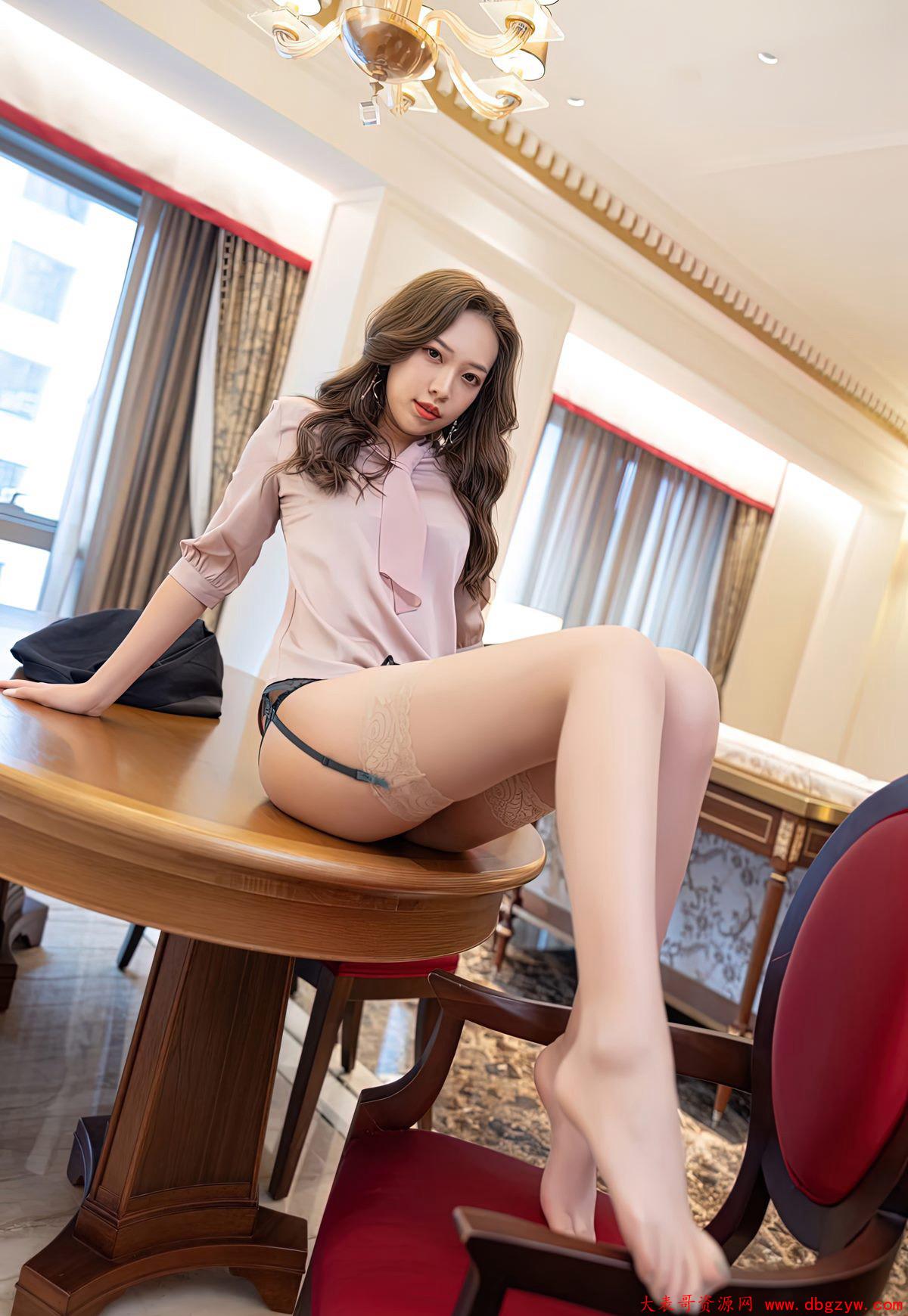 极度丰满美少妇高跟丝袜诱惑肉丝袜美腿高跟