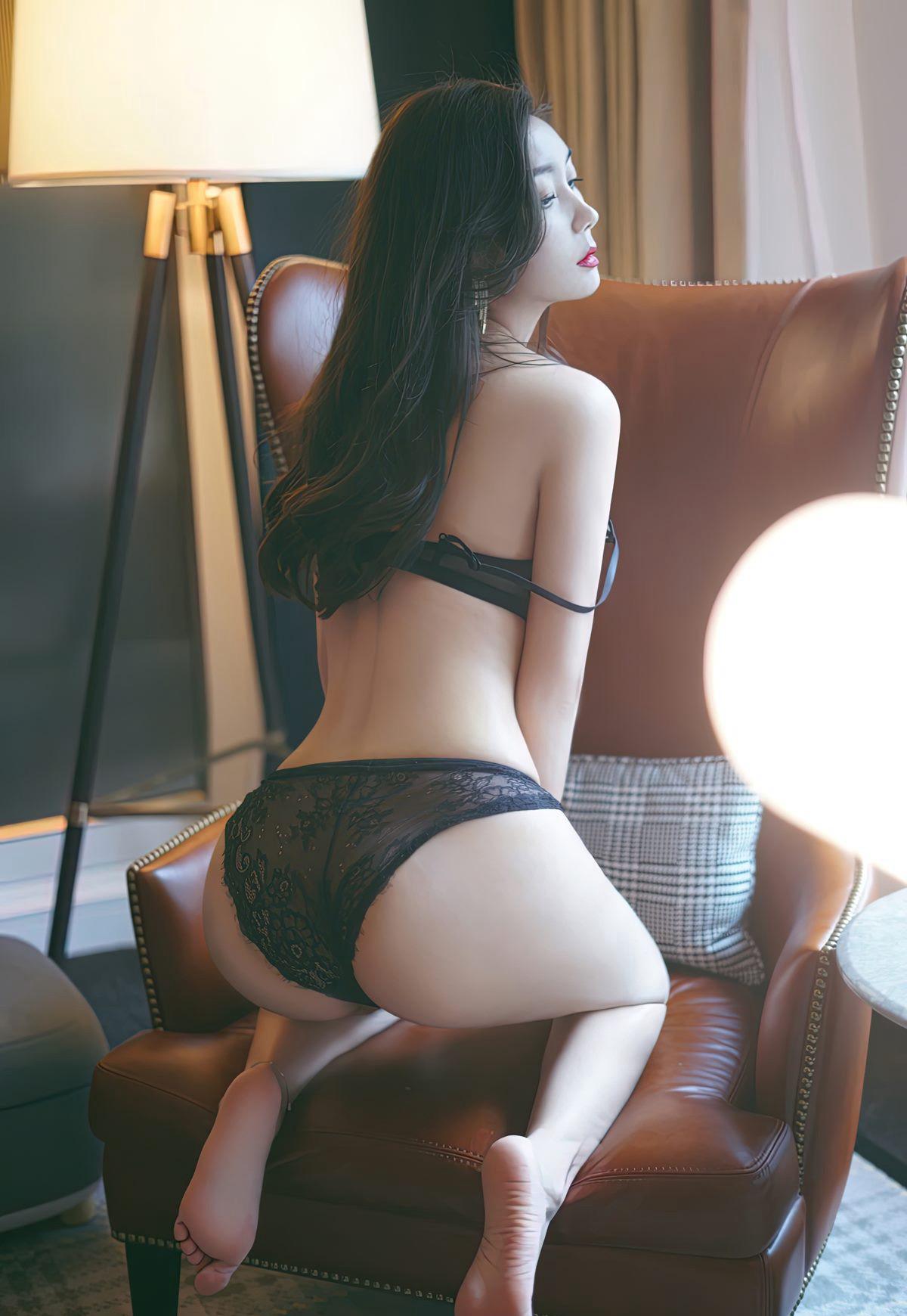 艾静香极致丰满蕾丝内衣灰丝袜长腿风骚高冷美少妇