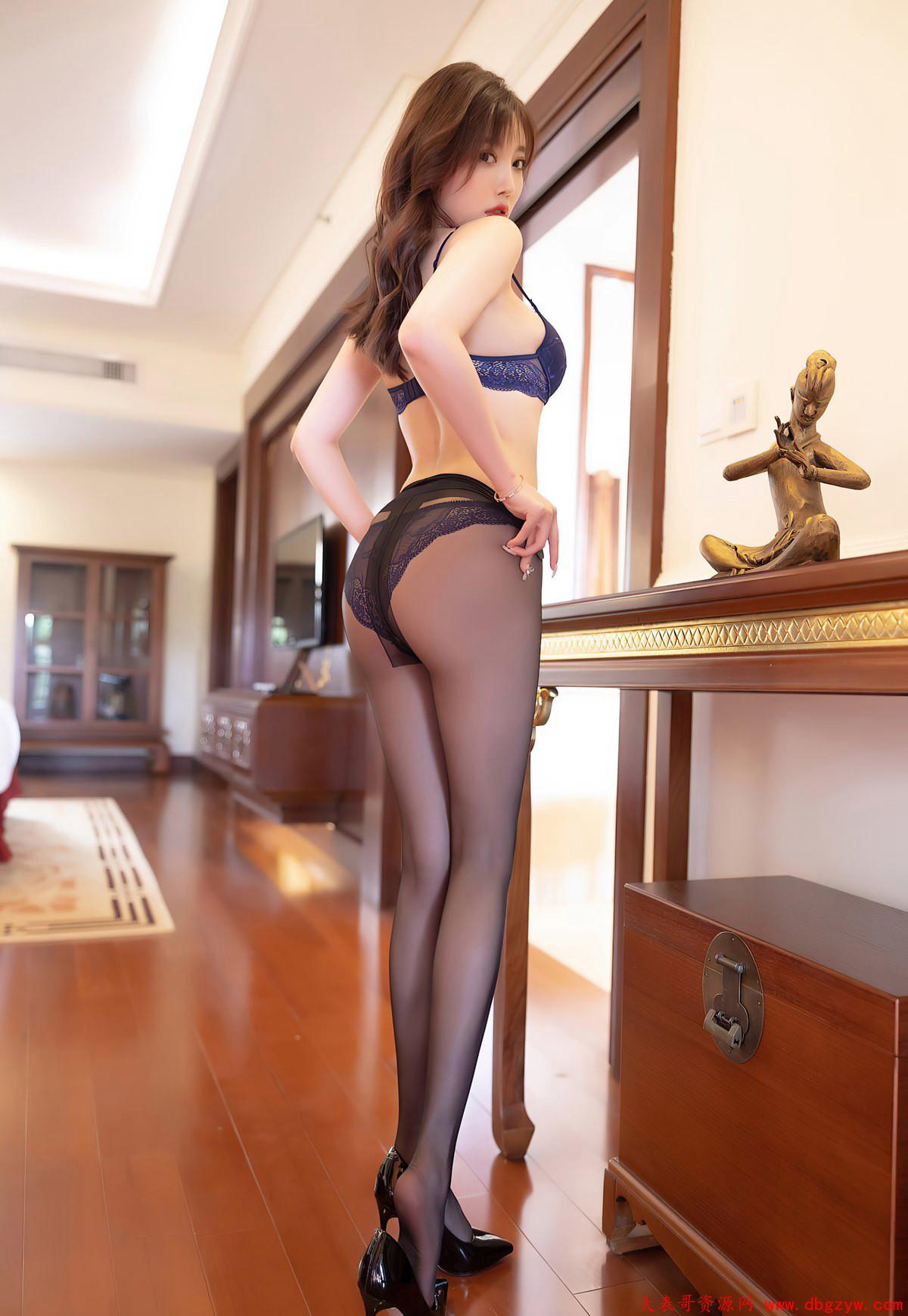 黑丝袜诱惑美臀图片黑丝无内风骚高跟玉足白嫩臀