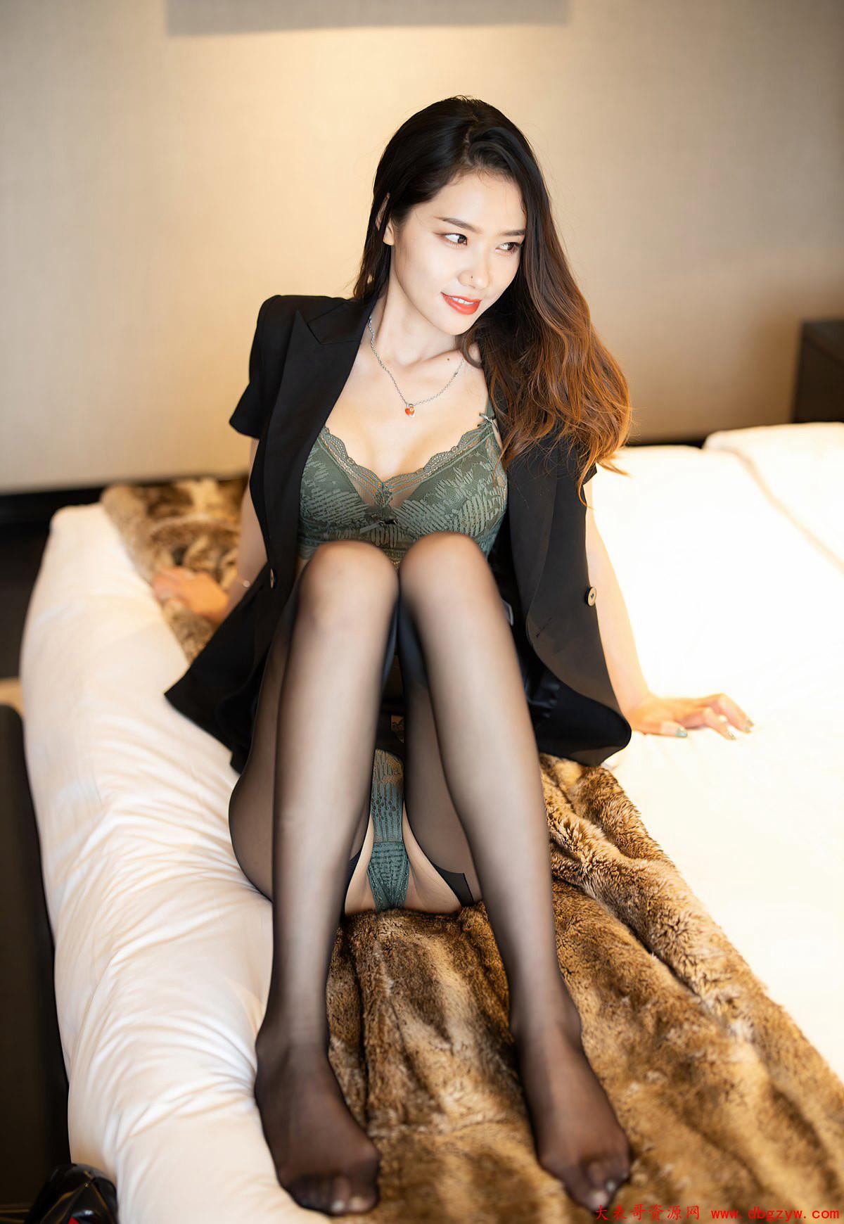 黑丝制服高跟极品玉足高清套图高级酒店风骚姿势