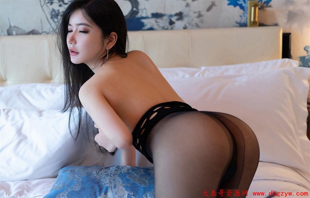 心妍小公主性感魅惑破洞制服装扮