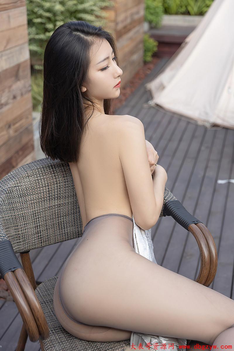 气质女神熊小诺户外写真丝袜美腿诱人