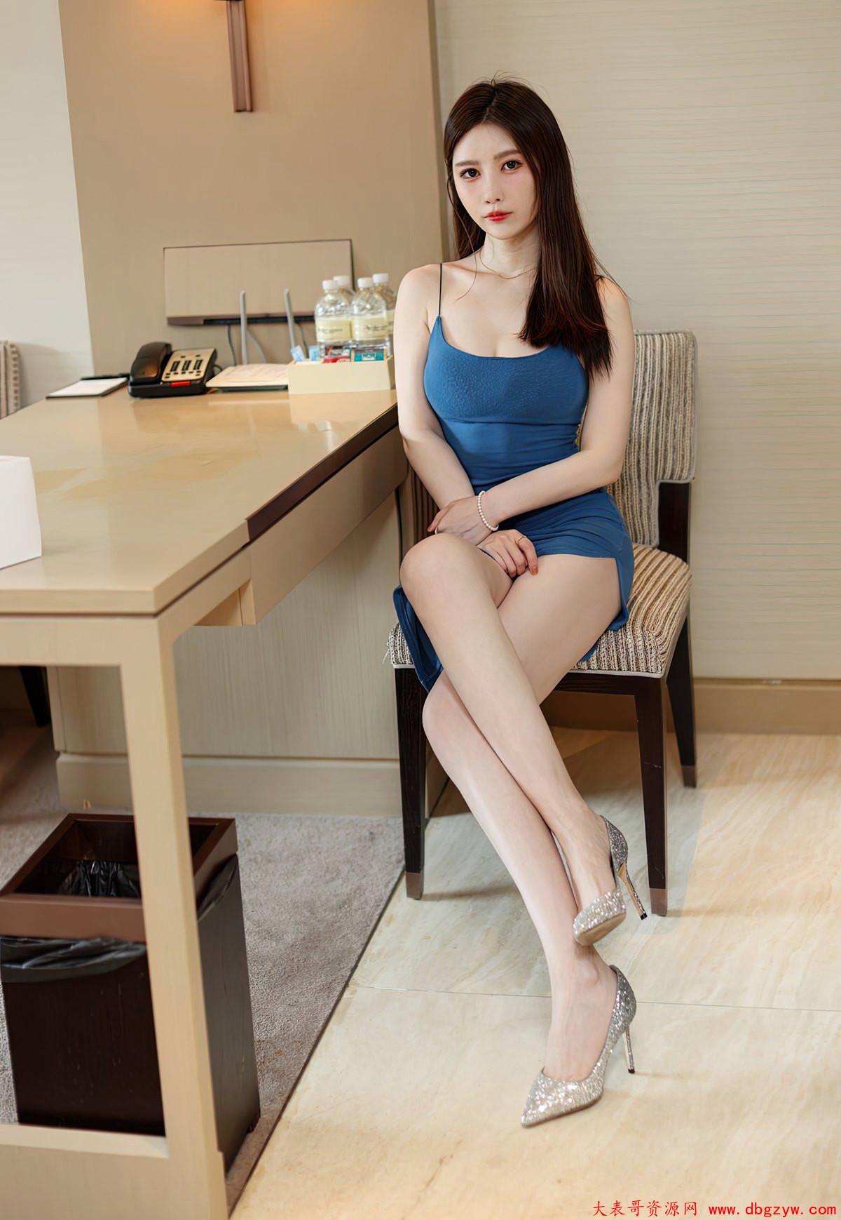高颜值嫩模吴雪瑶丰满大奶诱惑肉丝袜美腿嫩白皮肤性感高跟