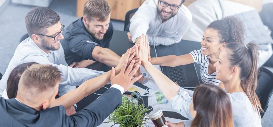 büroreinigung glückliche mitarbeiter