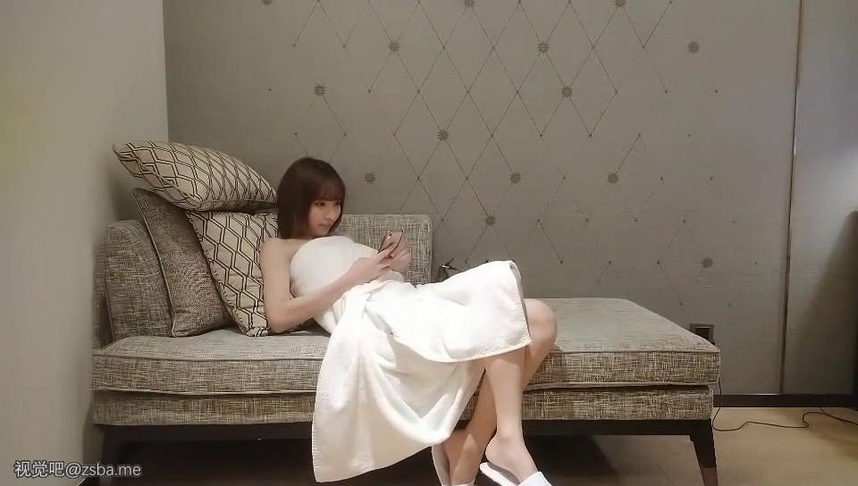 视觉吧@外围-极品短发女神,神似柳岩,模特身材,美乳翘臀大长腿[MP4/323MB]插图1