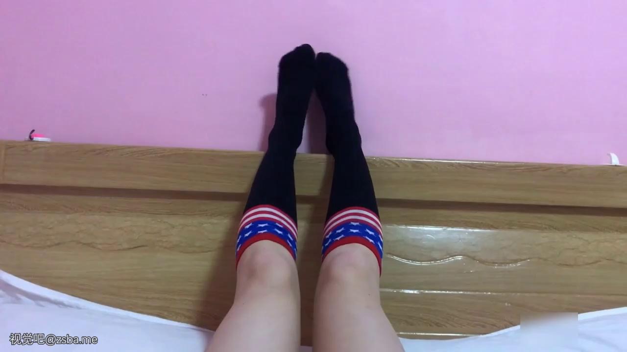 视觉吧@约操极品大一黑丝小美女 超棒身材 可爱过膝袜黑丝[MP4/245MB]插图5