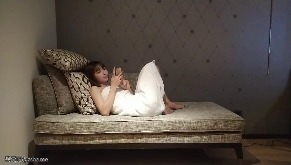 视觉吧@外围-极品短发女神,神似柳岩,模特身材,美乳翘臀大长腿[MP4/323MB]插图3