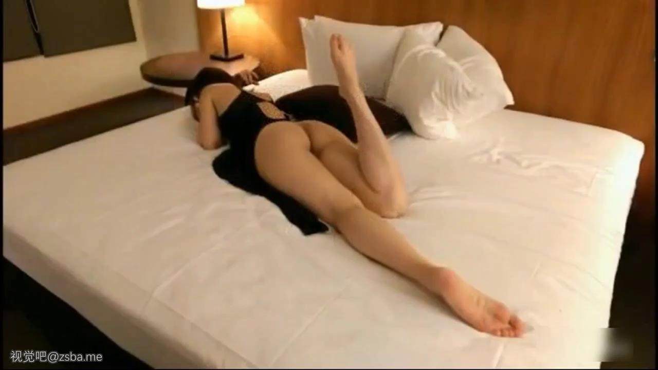 视觉吧@与极品模特干女儿环游世界酒店激情干到叫巴比[MP4/244MB]插图1