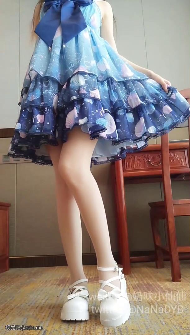 视觉吧@网红小萝莉[软萌萝莉小仙]最新蓝色洛丽塔大尺度,无毛嫩穴依旧粉粉的假阳具插得水汪汪粘液爆浆插图1