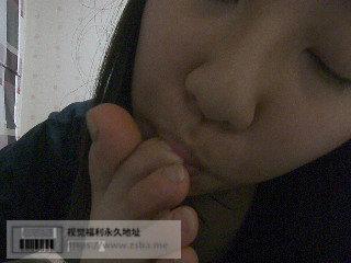韩国丝袜舔脚妹子插图1