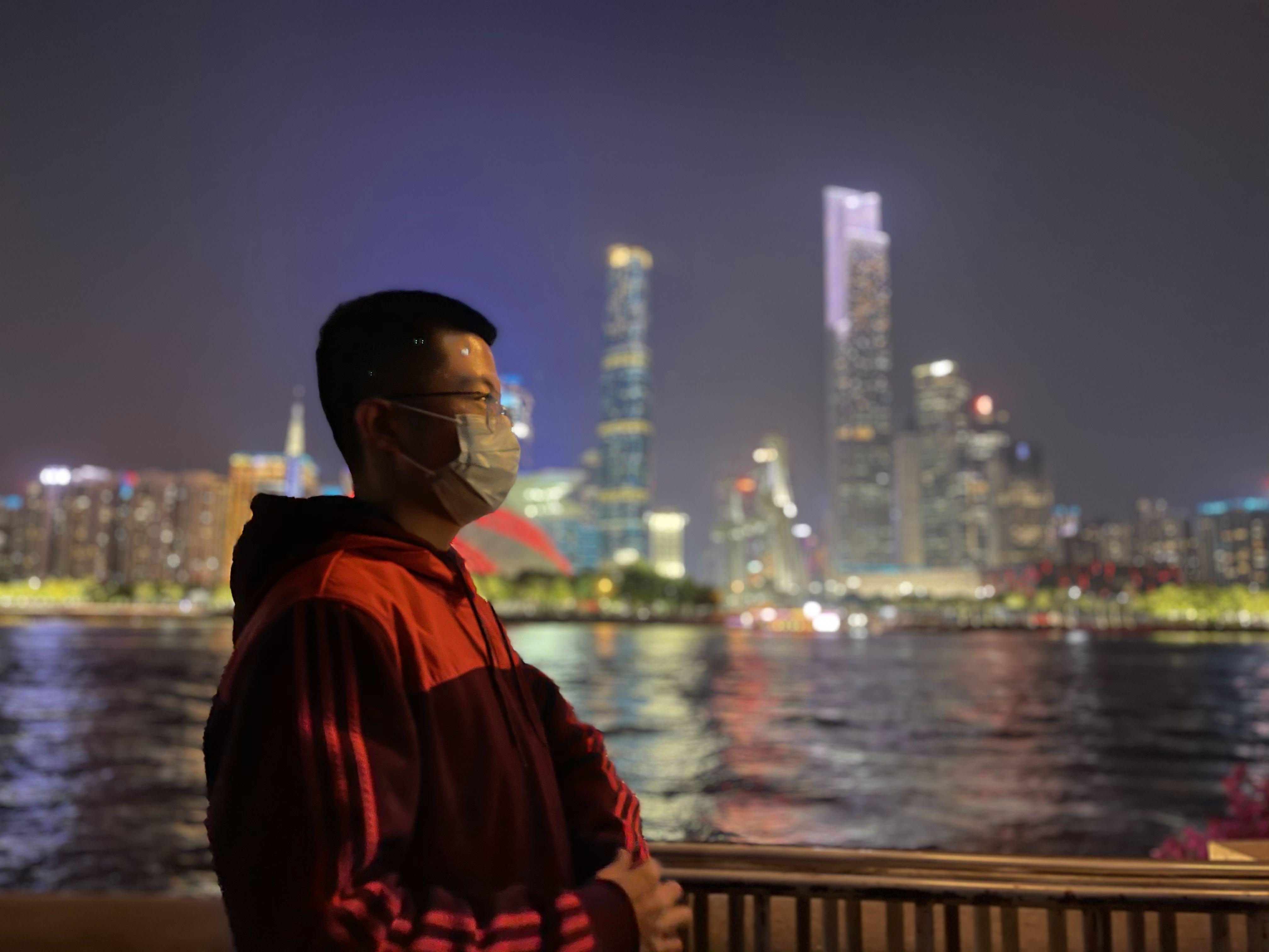 享受广州珠江边的夜景2