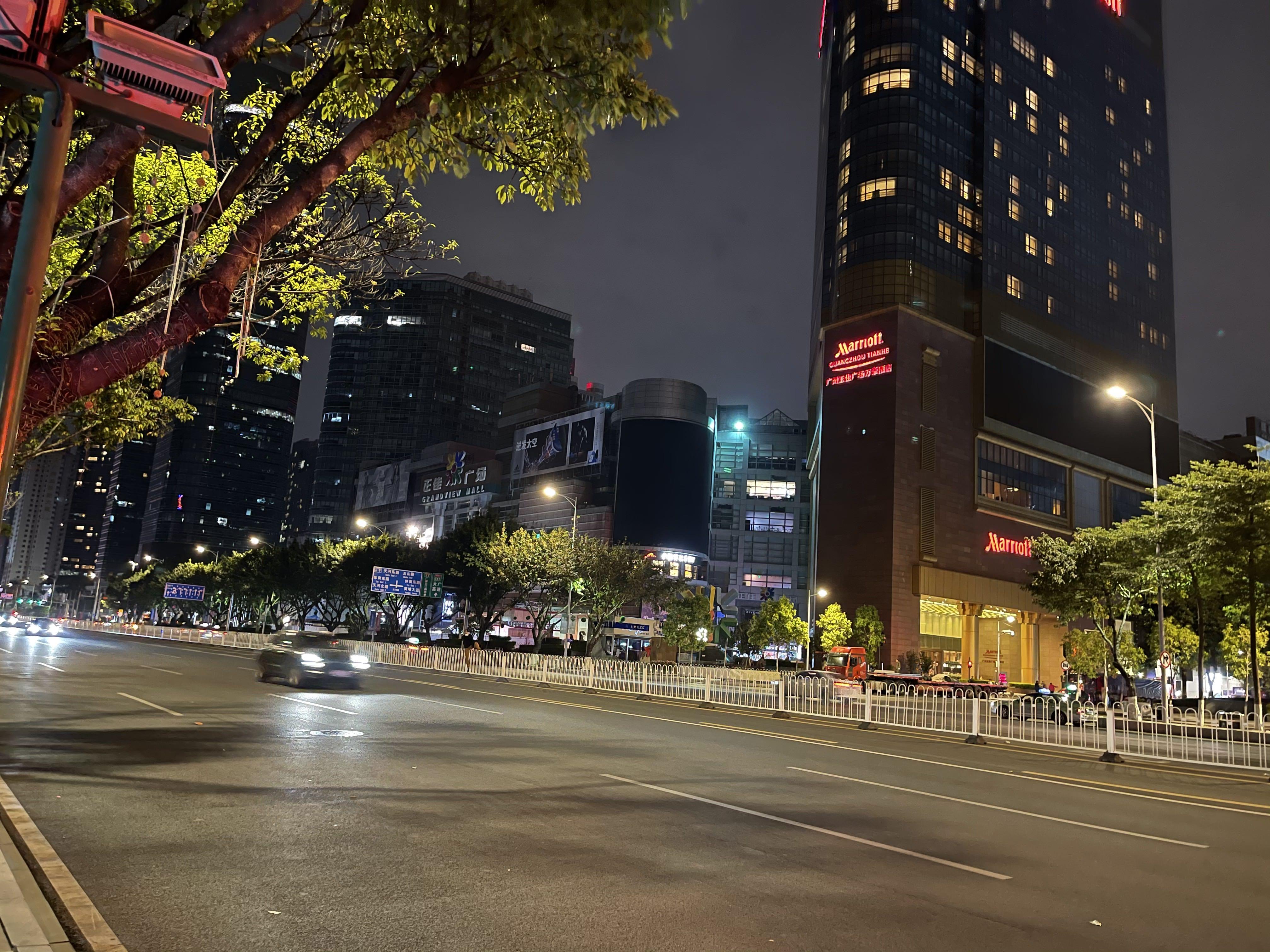 广州凌晨1点的街头