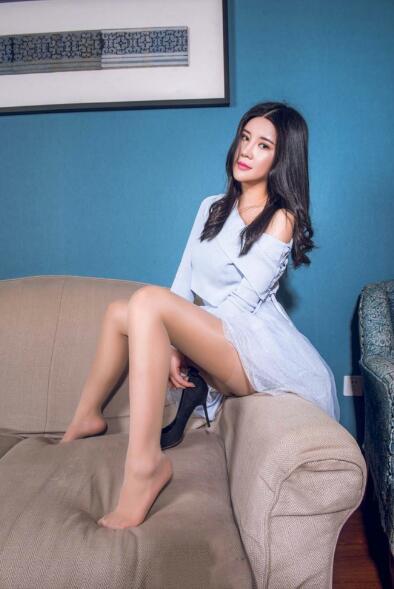 诱人阳光美女丝袜美腿酥胸翘臀大胆诱惑写真