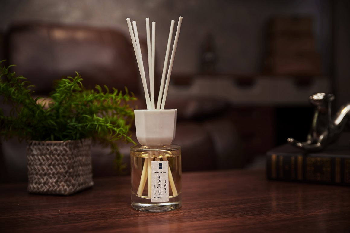 Luxury Clear Glass Bottle Fragrance Reed Diffuser Gift Set with rattan sticks