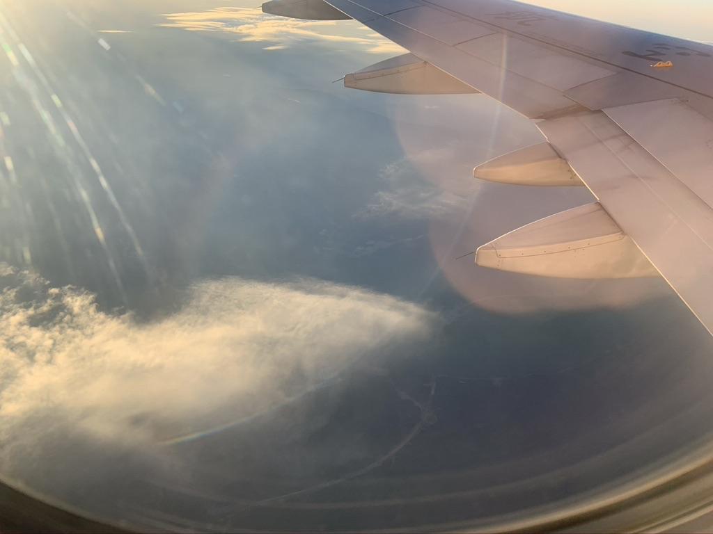 飞广州的飞机上