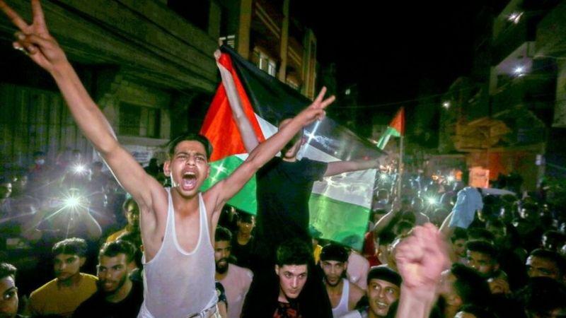 巴勒斯坦民众涌上加沙街头庆祝
