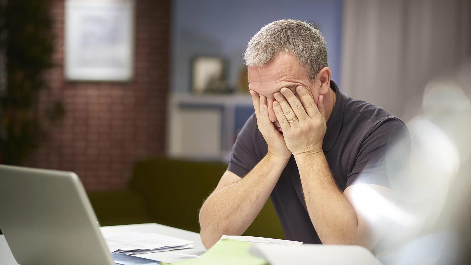 根据世卫组织的一项研究,男性和中年以上的工人因过度工作而造成的健康负担最高。