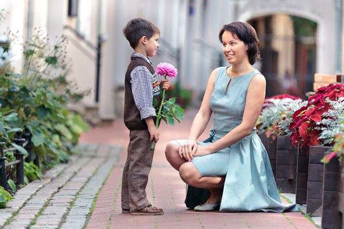 「妈妈!我想跟你结婚!」面对幼儿婚姻敏感期,该如何回应?