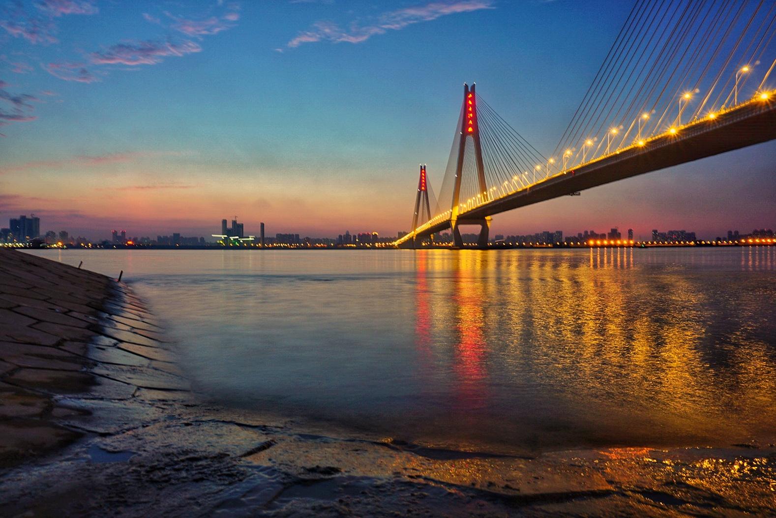 摄于武汉市武昌江滩